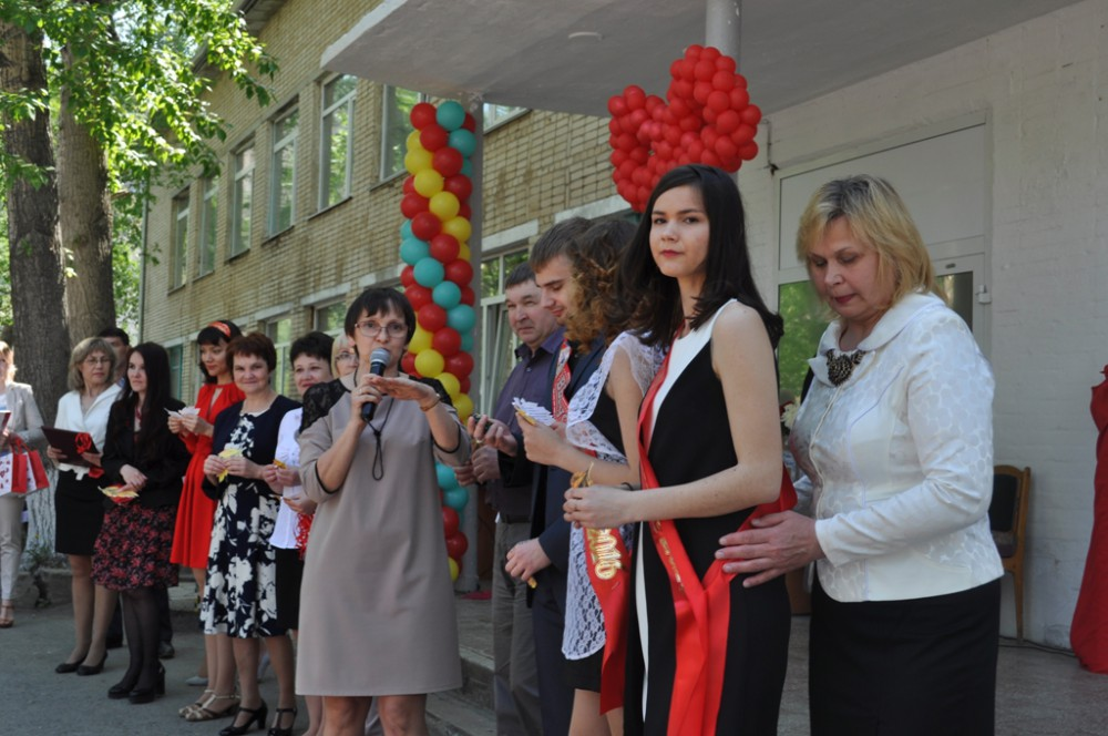 Поздравление выпускников от администрации района